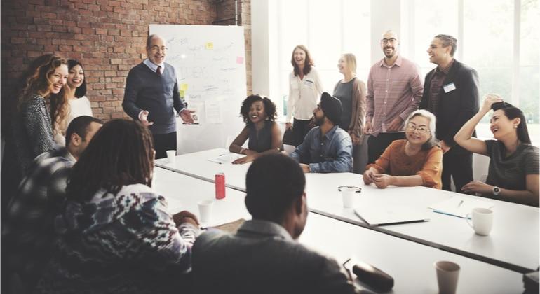 Como esta se desenhando o novo modelo organizacional nas empresas lideres de mercado?